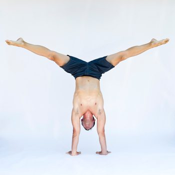 handstand straddle exercise