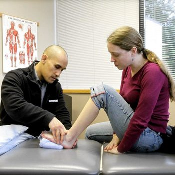 Jarlo physical therapist evaluating patient