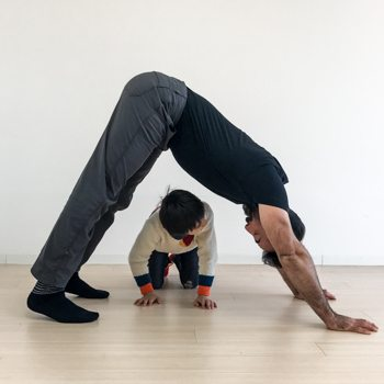Ryan Hurst demonstrating an a-frame technique for his son