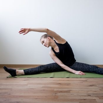 Straddle stretch for improved flexibility