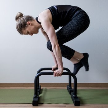 l-sit to tuck on parallettes