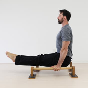 trainer performs parallettes lsit skill