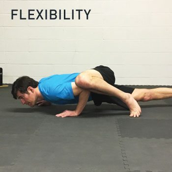 Flexibility photo man doing spiderman push-up