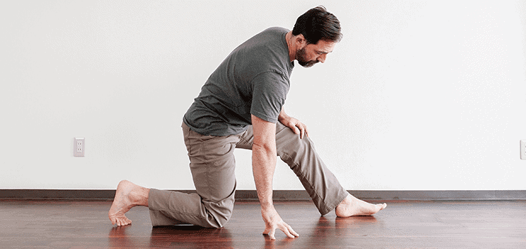 symptoms of tight hip flexors lunge on ground