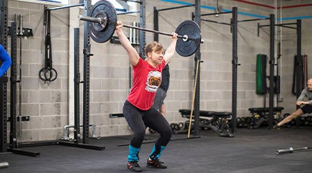 Woman doing CrossFit with good mobility